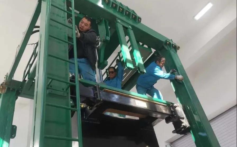 齐心协力,冰雪中鏖战 || 亿博计划人顺利为内蒙古额尔古纳安装垂直压缩站